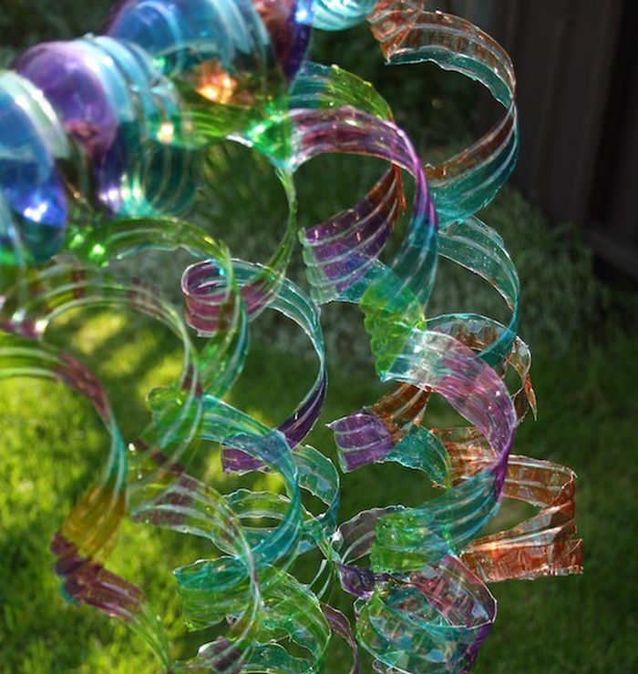 Colorful plastic spirals made from plastic bottles (Reuse Materials For Art)